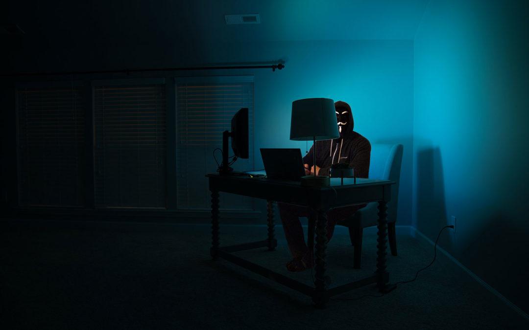 Il controverso identikit dell'hacker